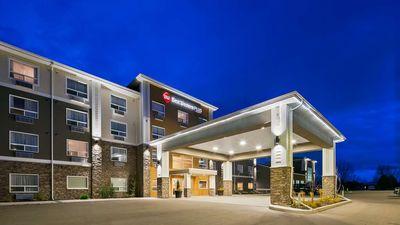 Best Western Plus Lacombe Inn & Suites