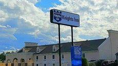 Knights Inn/Suites Near Univ of Richmond