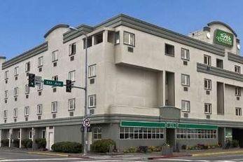 GuestHouse Inn & Suites
