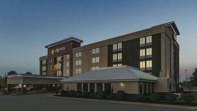 La Quinta Inn & Suites Cleveland Arpt W