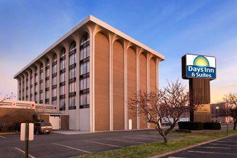 Days Inn & Suites Elyria