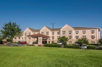 Quality Suites Hotel Graham, NC