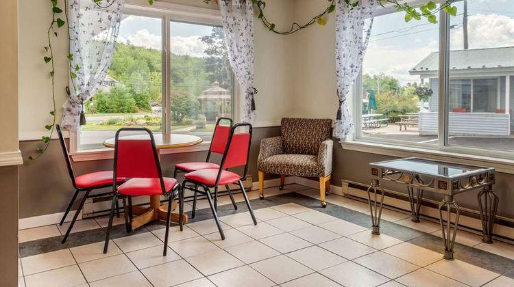 Econo Lodge Inn & Suites Lobby