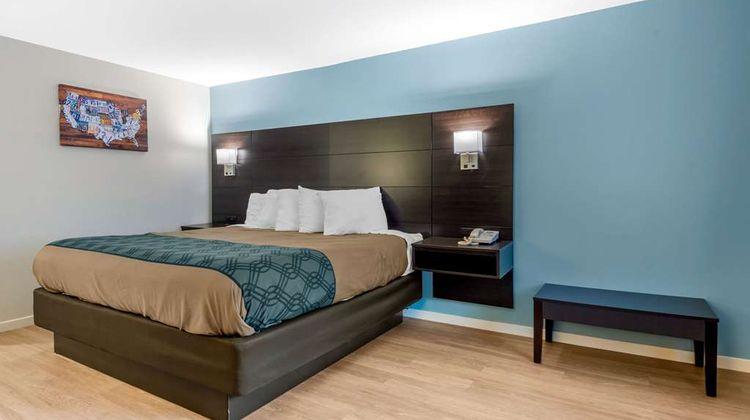 Econo Lodge Inn & Suites Room