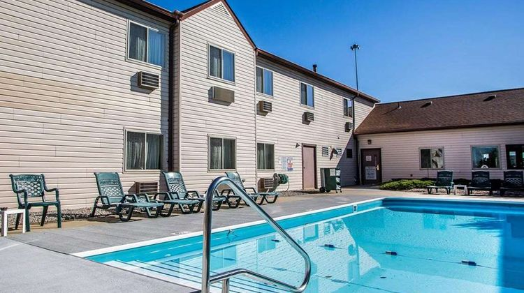 Quality Inn Sidney Pool