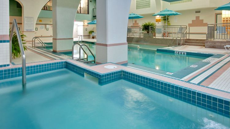 Holiday Inn and Suites Windsor Pool