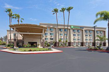 Holiday Inn Express Riverside North