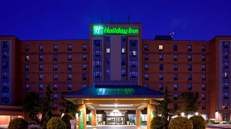 Holiday Inn and Suites Windsor Exterior