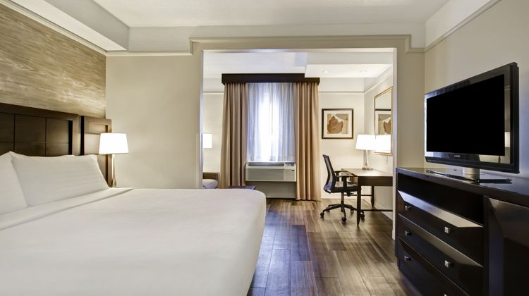 Holiday Inn and Suites Windsor Room