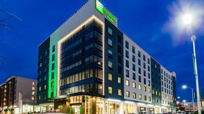 Holiday Inn Hotel & Suites Downtown