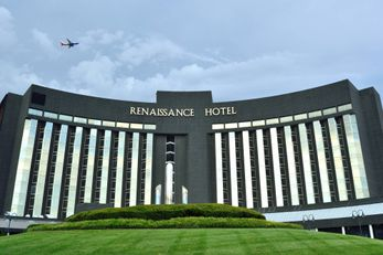 Renaissance St Louis Hotel Airport