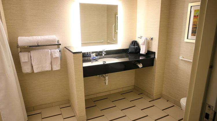 Fairfield Inn & Suites Madison/Verona Room