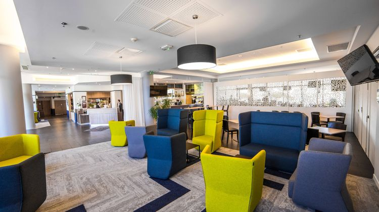 Courtyard by Marriott Toulouse Airport Lobby