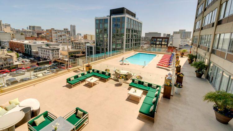 Holiday Inn Golden Gateway Pool