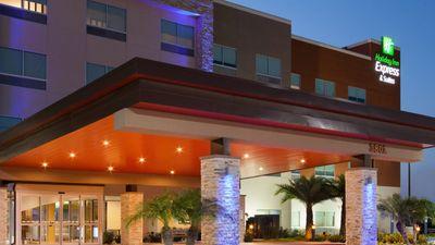 Holiday Inn Express & Suites Edinburg