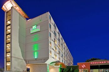 Holiday Inn Manhattan at the Campus