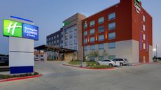 Holiday Inn Express & Suites Dallas NW