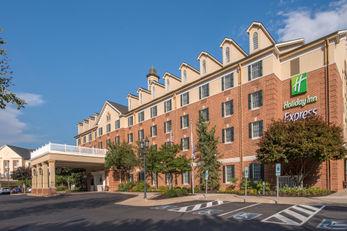 Holiday Inn Express at Williamsburg Sq