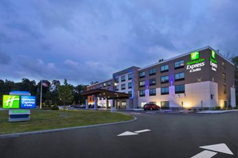 Holiday Inn Express & Suites Painesville
