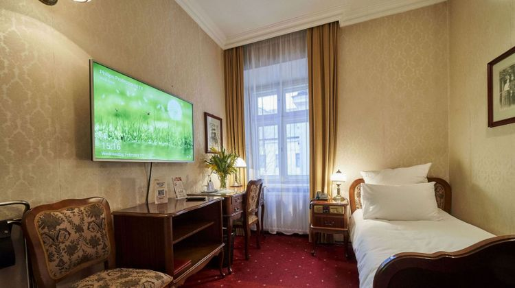 Pollera Hotel Room