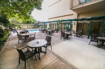 Courtleigh Hotel & Suites