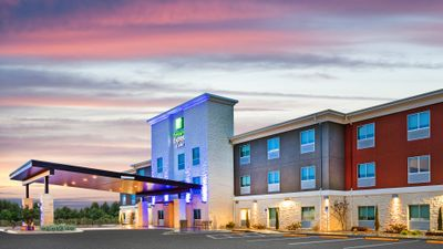Holiday Inn Express Suites Junction