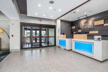 Holiday Inn Express & Suites Van Buren