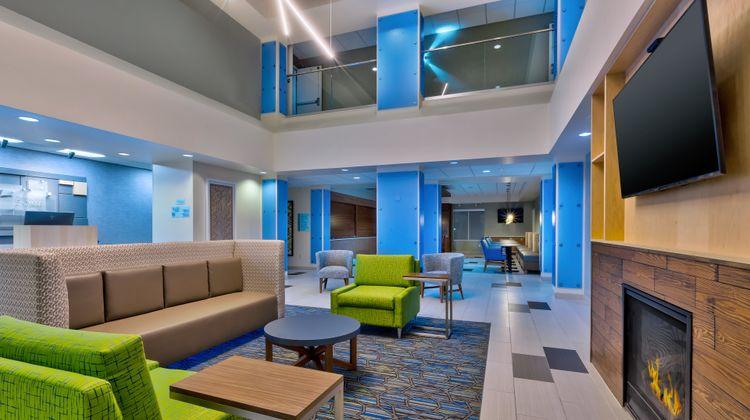 Holiday Inn Express & Suites Effingham Lobby