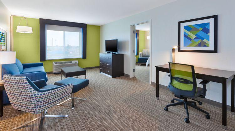 Holiday Inn Express & Suites Effingham Room