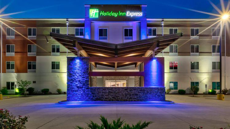 Holiday Inn Express & Suites Effingham Exterior