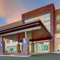 Holiday Inn Express & Suites Civic Ctr