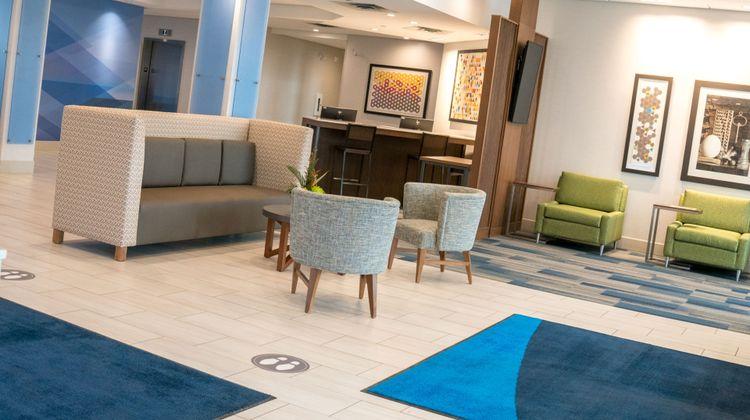Holiday Inn Express & Suites Brandon Lobby