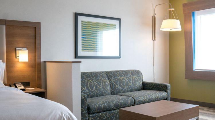 Holiday Inn Express & Suites Brandon Room