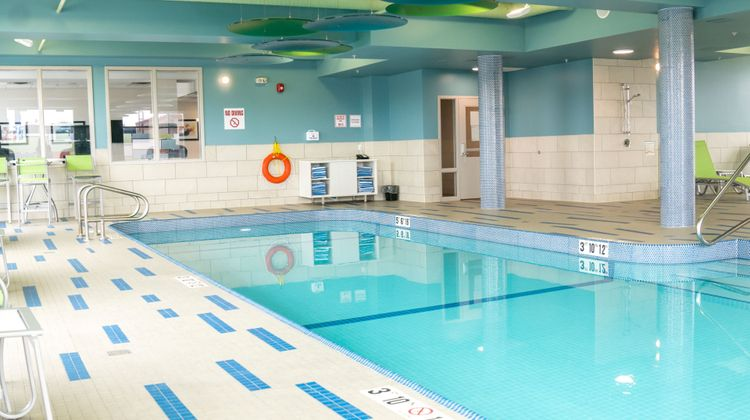 Holiday Inn Express & Suites Brandon Pool