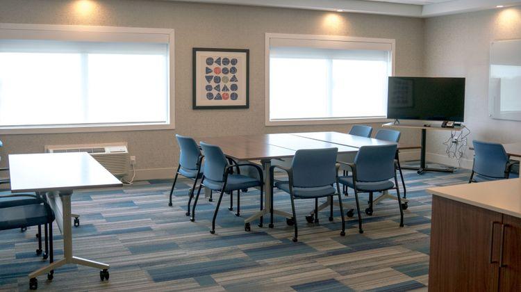 Holiday Inn Express & Suites Brandon Meeting