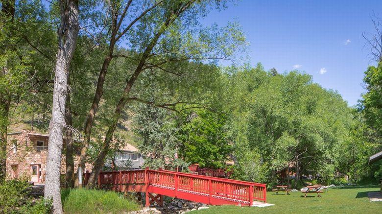 Boulder Adventure Lodge (A-Lodge) Exterior