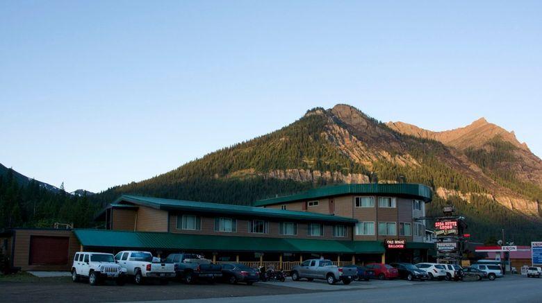 Soda Butte Lodge Exterior