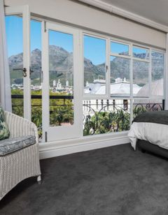 Cape Town Hollow Hotel