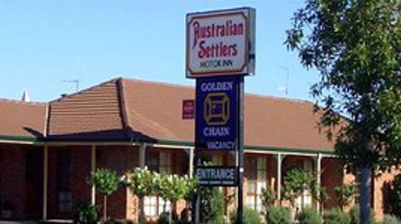 Australian Settlers Motor Inn Exterior
