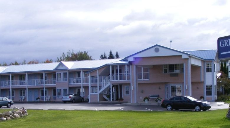 Great Lakes Inn Exterior
