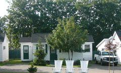 Roselawn Cottages & Motel