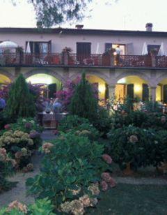 Le Renaie Hotel