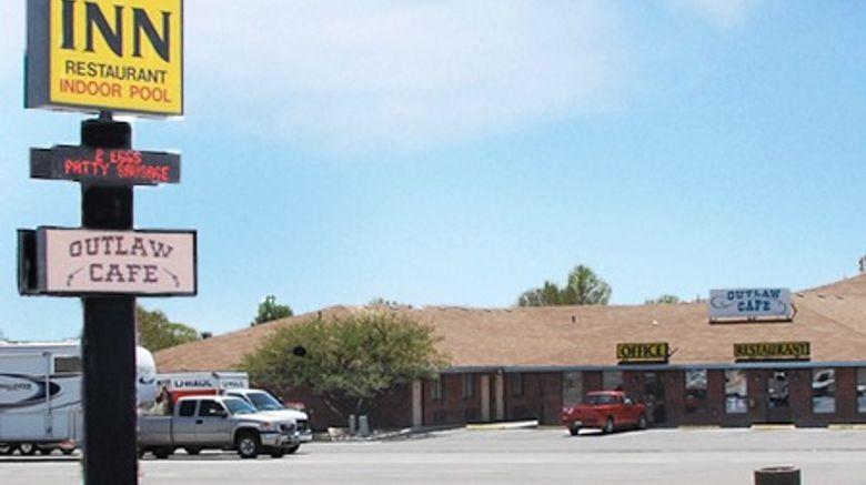 National 9 Inn Exterior