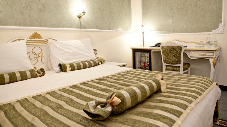 <b>Design Hotel Queen Astoria Room</b>