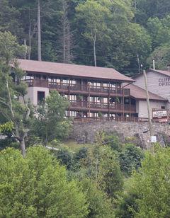 Cliff Dwellers Inn