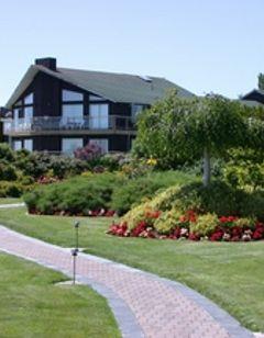 Cedarwood Inn & Suites