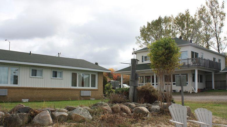 Carolyn Beach Inn  and  Restaurant Exterior