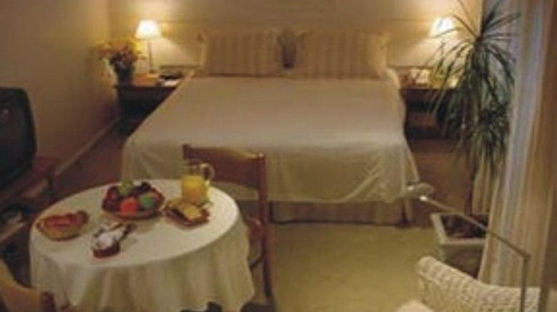 Loi Suites Esmeralda Room
