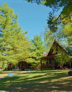 Grand Pines Resort & Motel on Round Lake