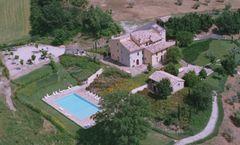 Le Vignole Country House